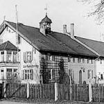 Schwarz-weiß Foto des Hofs